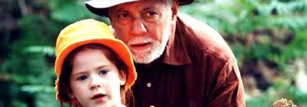 80岁大爷带着九岁女孩进入深山,发生什么居然